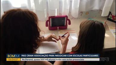 Pais criam associação para negociar com escolas particulares - No Paraná, quase 500 mil alunos estão sem aulas presenciais.