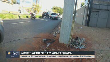 Jovem morre após bater moto contra poste em Araraquara - Fio pendurado teria feito vítima de 23 anos perder o controle da motocicleta, diz boletim de ocorrência.