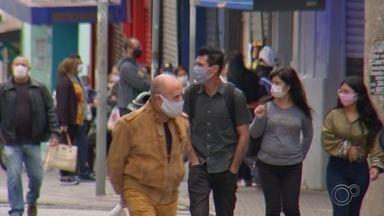 Entenda a maneira correta de utilizar máscaras e respirar corretamente - À TV TEM, fisioterapeuta dá dicas de alguns exercícios respiratórios para ter um respiração correta para não sofrer tanto quando precisar usar máscaras.