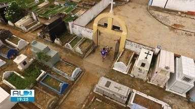 Número de enterros têm aumentado em Maceió - Proteção dos funcionários recebeu reforço.