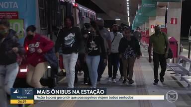 Estação de ônibus em Santa luzia fica cheia antes das 6 da manhã - Sindicato promete mais caros para garantir que passageiros viajem todos sentados.