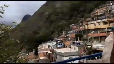Desafios no combate à Covid-19 são maiores nas favelas, mas medidas simples podem ajudar - Cinco milhões de residências estão localizadas em regiões com situações precárias. No entanto, os cuidados simples podem fazer a diferença. Para limpar a casa, os moradores podem preparar uma solução de água sanitária.