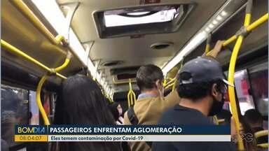 Passageiros enfrentam aglomeração - Eles temem contaminação por COVID-19.