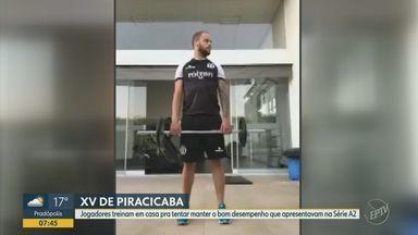 Jogadores do XV de Piracicaba treinam em casa pra tentar manter o bom desempenho - Interrupção das competições devido à pandemia do novo coronavírus foi balde de água fria para equipe, que vivenciava uma sequência de vitórias na Série A-2.