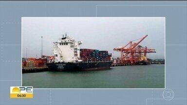 Novo navio fica de quarentena em Suape após tripulante testar positivo para Covid-19 - Embarcação é a segunda a ser retida por esse motivo no Porto de Suape.