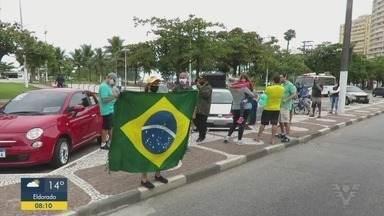 Grupo faz manifestação em Santos - Eles pedem a reabertura do comércio.