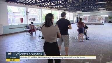 Famílias de alunos da rede municipal de ensino recebem a cesta solidária em Santos - Mais de 17 mil kits de alimentos já foram entregues.