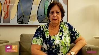Professora tem dificuldades em aula virtual e é apoiada por alunos - Débora ficou tensa durante aula online de uma aula e foi surpreendida com mensagens carinhosas dos alunos