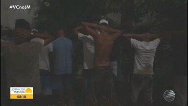 Lauro de Freitas: Polícia flagra festa com 35 pessoas em uma casa em Vilas do Atlântico - Os participantes foram levados para uma delegacia. No local do evento, foram encontradas drogas ilícitas e bebidas alcoólicas.