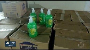 Investigadores apuram fraude na compra de álcool gel e sabonetes em Niterói - A Fundação de Educação de Niterói está no centro de uma investigação que apura indícios de fraude em licitação na compra de álcool gel e sabonete líquido.