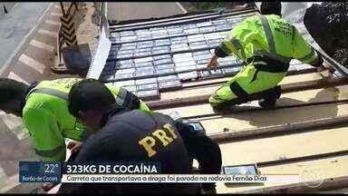 323 quilos de cocaína são apreendidos na rodovia Fernão Dias, na Grande BH - Droga estava escondida no teto de uma carreta que transportava tubos. Veículo foi interceptado em Itatiaiuçu.