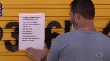 Angra dos Reis adota novas medidas de isolamento depois de casos por Covid-19 dispararem - A cidade no litoral Sul do Rio de Janeiro chegou a reabrir o comércio no início de maio, mas em novo decreto voltou a liberar apenas comércio essencial.