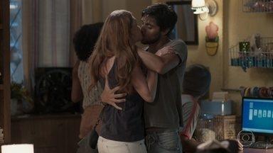 Eliza chega à casa de Jonatas - Rosângela se revolta com Fabinho por querer prejudicar o filho