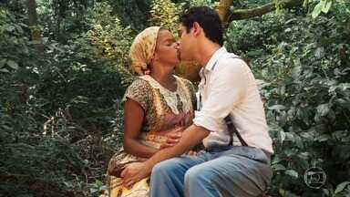 Dita e Quincas namoram - A sobrinha de Manuela teme que Cunegundes proíba o namoro deles quando descobrir tudo