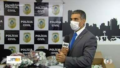 Polícia investiga três irmãs suspeitas de venda irregular de remédios para emagrecer - Mais de cem frascos foram apreendidos na casa de uma delas, em Goiânia