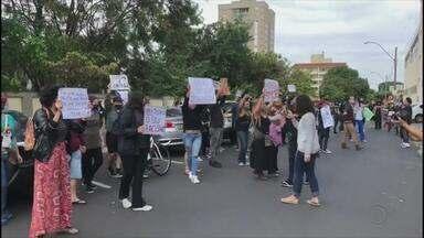 Manifestantes protestam contra o racismo em Araçatuba - Manifestantes protestam contra o racismo em Araçatuba.