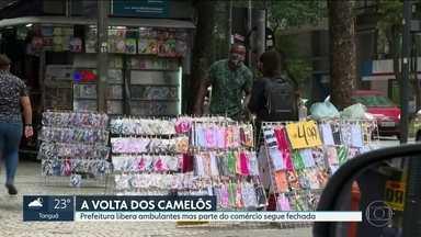 Prefeitura libera ambulantes, mas parte do comércio segue fechada - Enquanto boa parte do comércio continua fechada, os camelôs licenciados do município do Rio estão liberados para trabalhar.