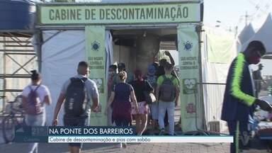 Ponte dos Barreiros tem cabine de descontaminação e pias com sabão - Durante pandemia medida ajuda a manter higienização de moradores que passam pelo local.
