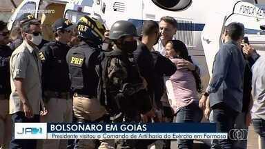 Presidente Jair Bolsonaro visita o Comando de Artilharia do Exército em Formosa - Bolsonaro não usava máscara.