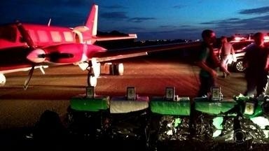 Cocaína apreendida em avião seria entregue no interior de São Paulo - O avião bimotor, que foi apreendido com 490 quilos de pasta base de cocaína, em Fernandópolis (SP), teria como destino final um município do interior de São Paulo, segundo informou a Polícia Militar.