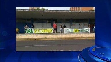 Manifestantes fazem ato contra governo Bolsonaro em Araçatuba - Manifestantes realizaram neste sábado (6) um ato contrário ao governo Bolsonaro em Araçatuba (SP).
