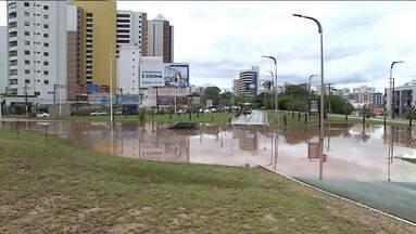 Chuva e ventos fortes assustam moradores e motoristas em São Luís - Chuva aconteceu na tarde dessa segunda-feira (8) na Região Metropolitana da capital.