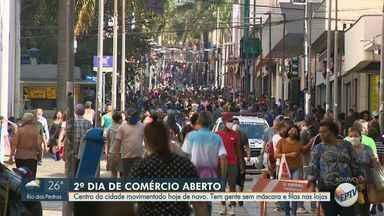Segundo dia de comércio aberto gera grande movimentação no Centro de Campinas - Pessoas foram encontradas sem máscara e filas foram formadas nas lojas.