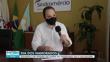 Pesquisa aponta redução de 30% nas vendas do Dia dos Namorados - Queda pode ser explicada pela pandemia no novo coronavírus, que restringiu funcionamento do comércio e afetou a renda dos brasileiros.