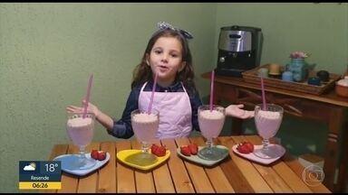 Você na quarentena - Marcele e Ana Carolina estão aproveitando isolamento para caprichar na milkshake de morango.