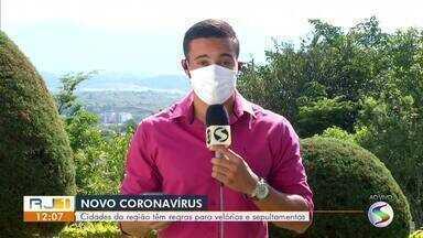RJ1 explica regras para velórios e sepultamentos nas cidades da região - Durante a pandemia do novo coronavírus, as aglomerações estão suspensas e as regras para os enterros acabaram mudando.