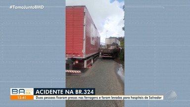 Duas pessoas ficam presas nas ferragens em acidente na BR-324 - A batida envolveu um caminhão e uma carreta.