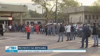 Petroleiros protestam pedindo segurança de terceirizados durante pandemia - Protestos pedem mais testagem de trabalhadores terceirizados.