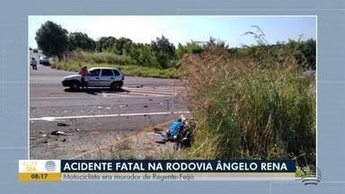 Motociclista morre em acidente na Rodovia Ângelo Rena - Batida entre carro e moto foi na manhã deste domingo (14).
