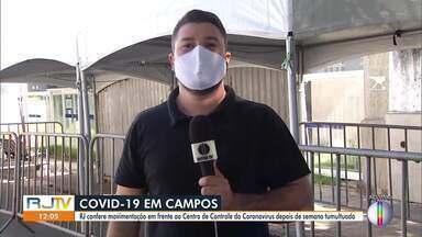 RJ1 confere movimentação em frente ao Centro de Controle do Coronavírus em Campos, no RJ - Nesta semana, o município chegou a ficar com 100% dos leitos de UTI ocupados e teve fila de pacientes a procura de atendimento. Até a tarde deste sábado (13), a cidade tem 1217 casos confirmados e 71 mortes por Covid-19.