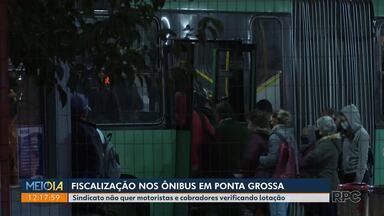 Fiscalização de ônibus em Ponta Grossa gera polêmica - O sindicato da categoria não quer que motoristas e cobradores tenham que fiscalizar a lotação nos coletivos.