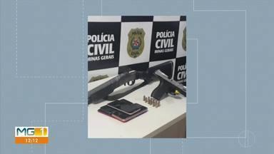 Em Curvelo, quatro homens são presos, durante operação da Polícia Civil e PRF - Homem de 48 anos é suspeito de liderar uma organização criminosa responsável por vários homicídios na região de Curvelo. Ele foi preso em uma barreira da PRF, em perdões, no Sul de Minas.