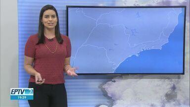 Tempo seco favorece queimadas na região de Ribeirão Preto - Massa de ar seco impede formação de nuvens que deixariam temperaturas mais amenas.