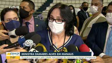 Ministra Damares Alves visita Manaus - Durante passagem pela cidade, teve entrega de máscaras no abrigo emergencial.