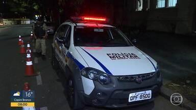 Homem é baleado e preso na capital - Funcionárias são mantidas reféns em loja no centro de BH.