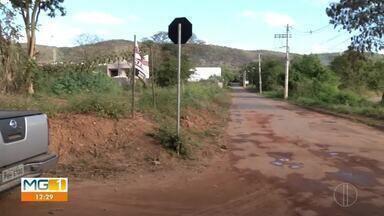 Moradores do bairro Sapucaia e Morada do Sol reclamam de ponte interditada - Ponte faz ligação entre os dois bairros.