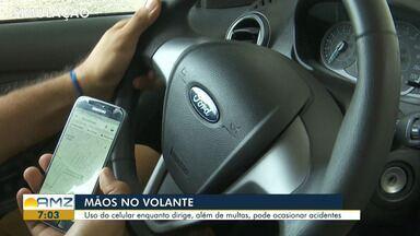 Número de multas por uso do celular enquanto dirige em Roraima sofre queda - Uso do celular enquanto dirige, além de multas, pode ocasionar acidentes.