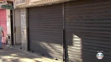Justiça suspende reabertura do comércio em Goiânia - O pedido do Ministério Público contesta a reabertura durante o aumento de casos e mortes por covid-19 na capital, além da taxa de ocupação dos leitos de UTI.