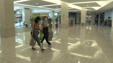 Shoppings da região metropolitana do Recife reabrem - Lojas funcionam em horário reduzido e com limitação no número de clientes.