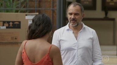 Germano se muda para o prédio de Zé Pedro - Lili fica arrasada quando descobre que o marido alugou um apartamento. Dorinha convida o empresário para jantar em sua casa