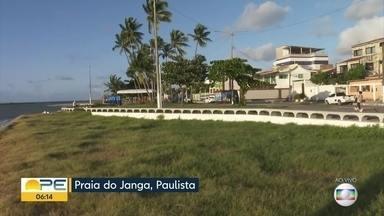 Coordenador da Defesa Civil de Paulista fala sobre utilização da praia na pandemia - Banho de mar está liberado nas praias desse município do Grande Recife.
