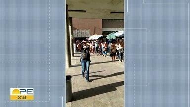 Terminal Integrado Joana Bezerra registra fila extensa e aglomeração - Segundo testemunhas, número de pessoas tem aumentado todos os dias.