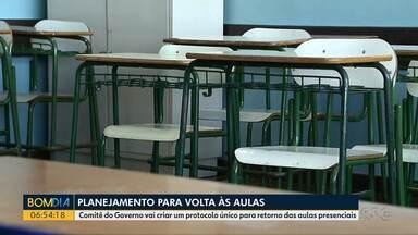 Comitê do Governo vai criar um protocolo único para retorno das aulas presenciais - Os estudantes estão sem aulas presenciais desde março e ainda não há data prevista pra volta às salas de aula