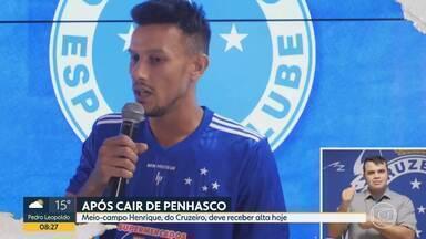 Volante Henrique, do Cruzeiro, deve receber alta hoje - Jogador está internado desde a última sexta-feira, quando o carro que ele dirigia caiu de um penhasco, no Parque Estadual da Serra do Rola Moça.