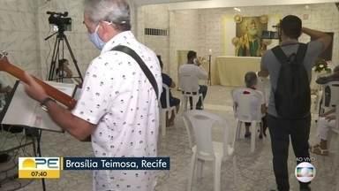 Pescadores adaptam homenagens a São Pedro devido à pandemia - Missa em Brasília Teimosa teve público reduzido.
