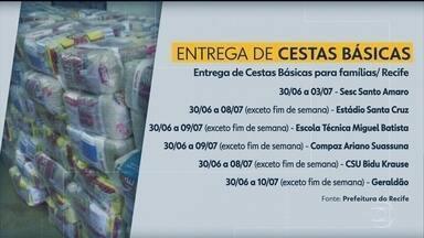 Recife distribui cestas básicas para moradores cadastrados no CadÚnico - Da primeira vez, sobraram 26 mil cestas que seriam entregues.